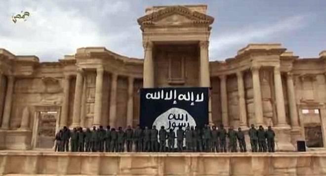 20150704_101748_Isis-Palmira-esecuzioni-teatro---1