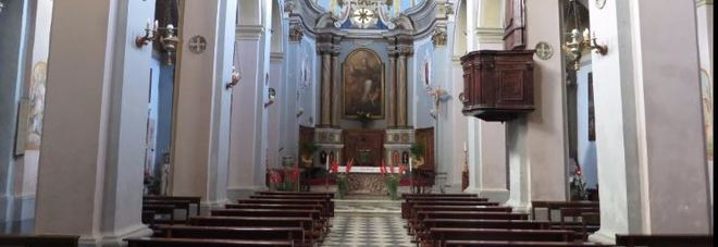 L'interno della chiesa di Latera