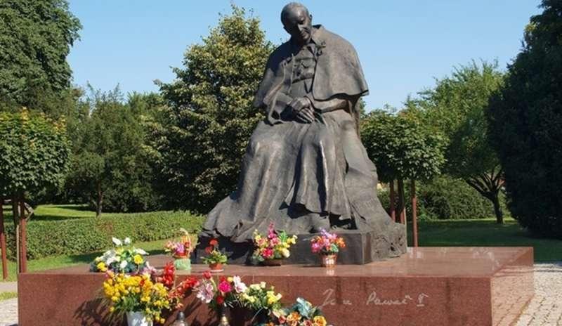Statua di Giovanni Paolo II a Torun, Polonia