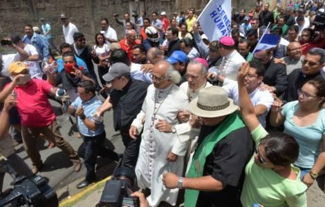"""""""Mai visto nulla di simile in Nicaragua"""": il Card. Brenes, vescovi e sacerdoti aggrediti all'interno della chiesa"""
